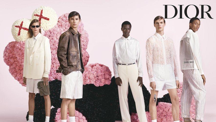 La désormais célèbre sculpture de Kaws apparaît dans la première campagne de Kim Jones pour Dior Homme.