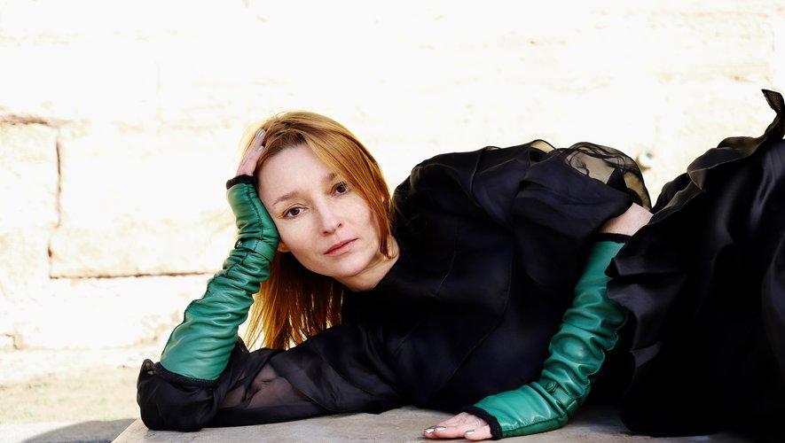 Audrey Marnay imagine trois paires de gants pour la maison Causse.