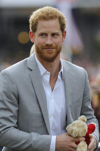 Difficile également d'imaginer le Prince Harry sans ses éternelles barbe et moustache. Le jeune marié a gagné en sex-appeal depuis qu'il entretient ses bacchantes. Malheureusement, il n'est plus un coeur à prendre.