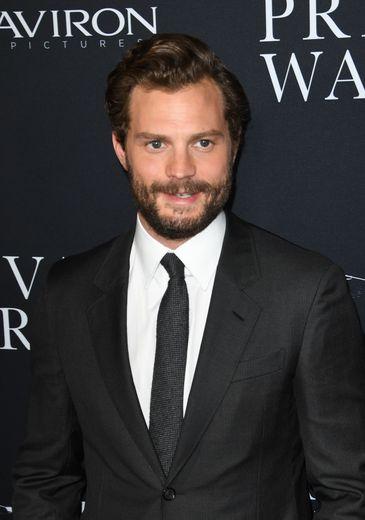 """Impossible de ne pas inclure Jamie Dornan - alias Christian Grey dans le film """"Cinquante nuances de Grey"""" - dans ce classement des hommes les plus sexy avec une moustache. Une """"étiquette"""" qui lui colle forcément à la peau."""