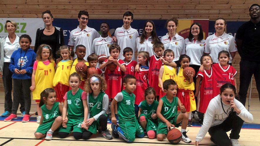 L'école de mini-basket permet aux enfants de découvrir le basket-ball dès l'âge de 5 ans.