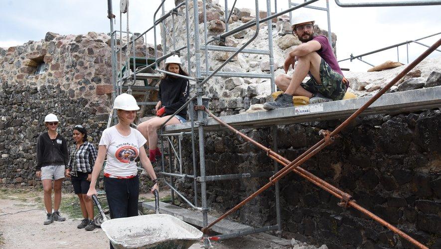 Cet été, les travaux de maçonnerie ont porté sur la tour Est.