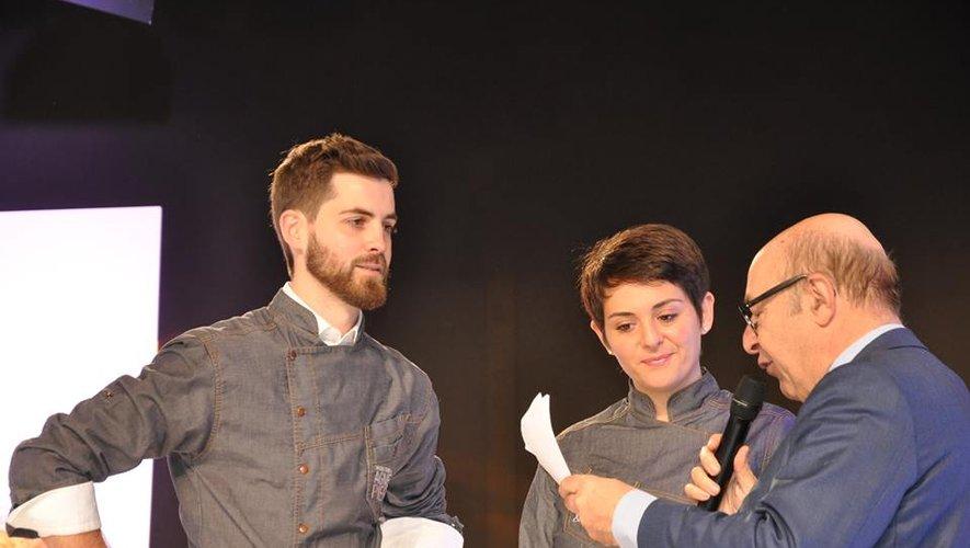 Pierre et Agnès ont reçu leur prix des mains d'Alain Blanchon, président du Club du chocolat de Paris.