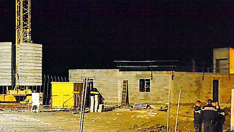 Le corps sans vie du jeune homme a été retrouvé en début de soirée sur le chantier de construction de la nouvelle mairie.