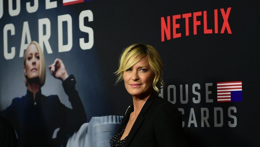 """Netflix a mis en ligne vendredi la sixième et dernière saison de """"House of Cards"""", largement féminisée mais pas moins sombre, en l'absence de Kevin Spacey..."""