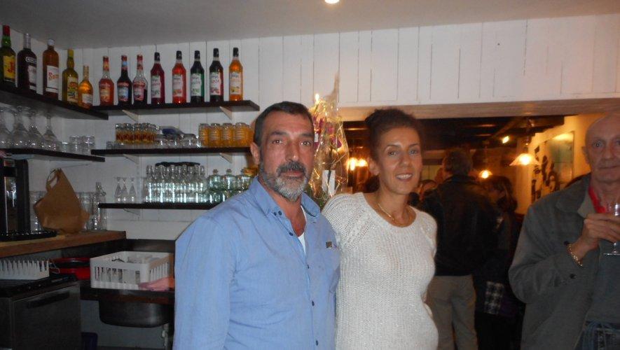Claude et Zakia, le jour de l'inauguration de leur restaurant.