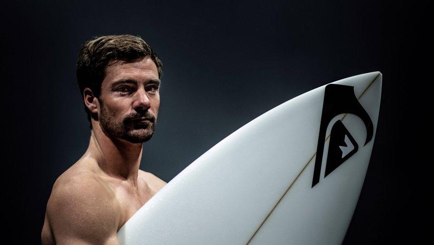 Après avoir tout - ou presque - vécu en snowboard, Crépel s'est lancé dans l'aventure du surf mais pas sur de petites vagues.