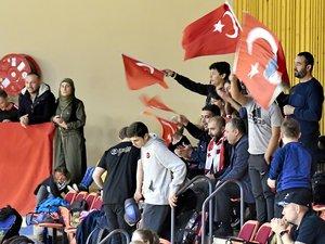 La colonie turque de Rodez a animé hier cette journée de finales, à la grande joie du président du Badminton club de Rodez, Jacques Izard.