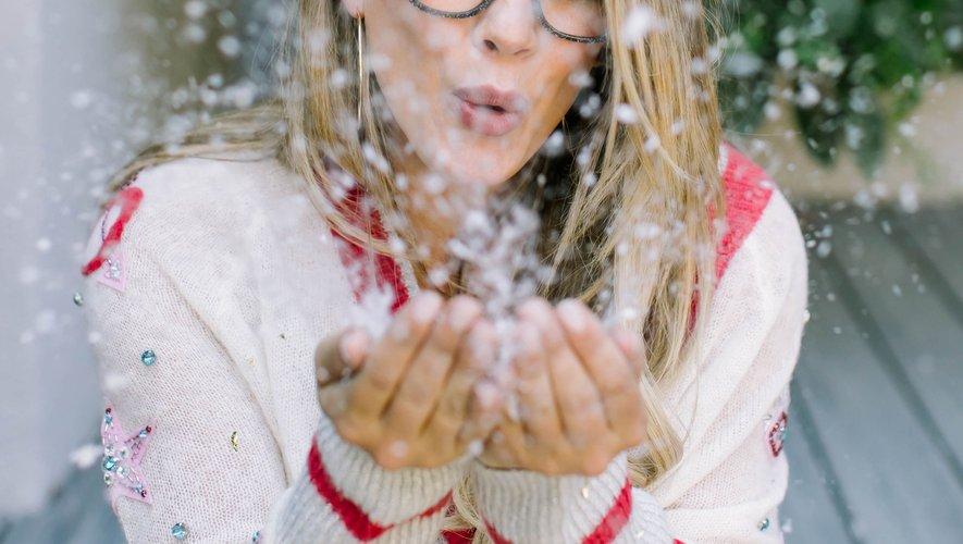 Hilary Duff prend la pose pour présenter sa nouvelle collection de lunettes