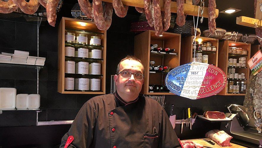 Philippe Blanquet dans sa boucherie de la place du Bourg.