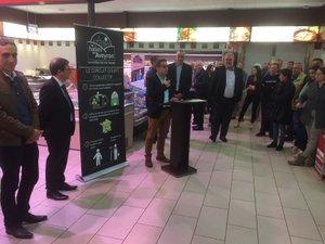 Simon Nozière, directeur des Halles de l'Aveyron a expliqué le concept à une assistance nombreuse venue saluer les dix ans de la filiale Unicor.