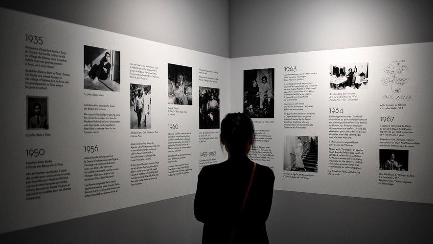 l'Association Azzedine Alaïa a inauguré une librairie dans la maison où il vivait et travaillait dans le Marais, à Paris, qui accueille déjà des expositions qui lui sont dédiées