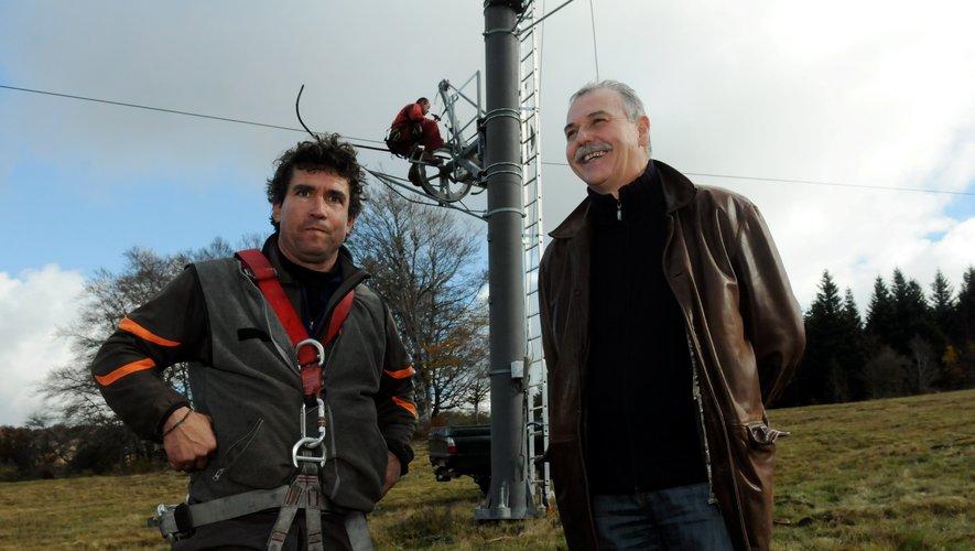 Pierre Leduc, à gauche, ici avec Vincent Alazard, maire de Laguiole, lors de son arrivée sur l'Aubrac.