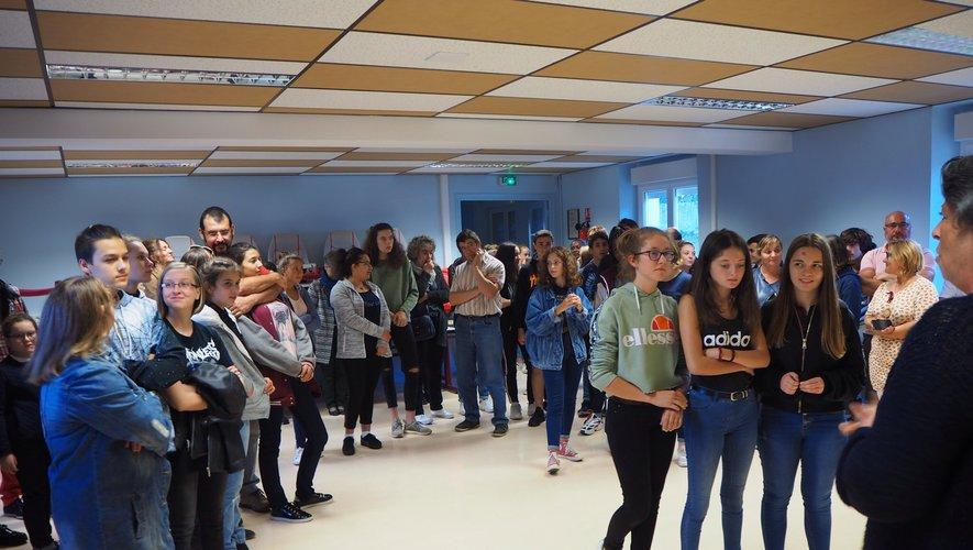 Retour des élèves de 3e au collège Lucie Aubrac pour une soirée de remise officielle du brevet des collèges.