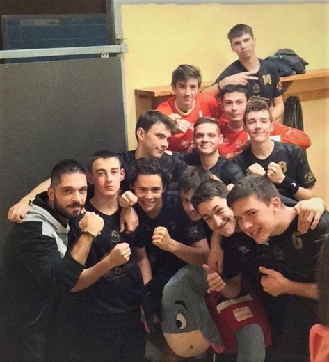 L'équipe des 18 ans après leur victoire à Saint-Céré.