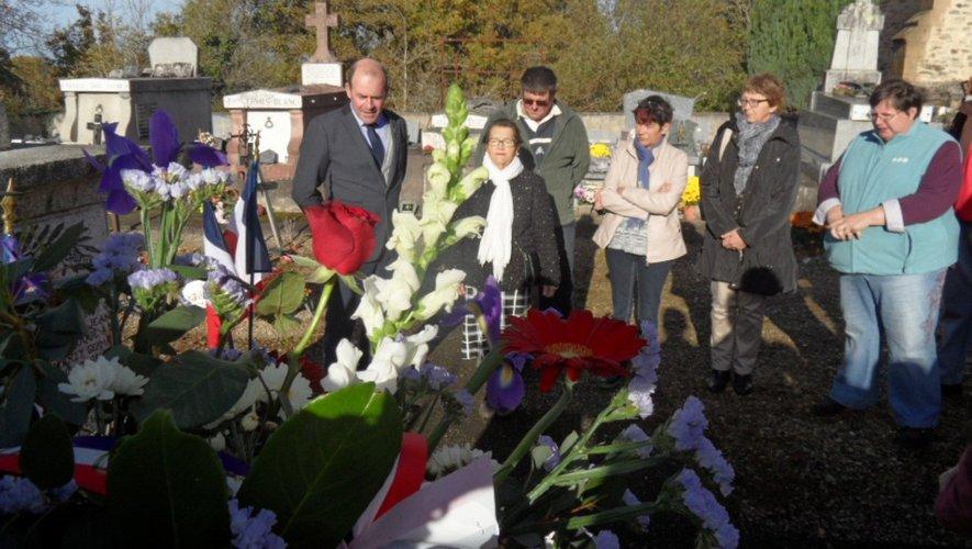 Un dépôt de gerbe a eu lieuà Lespinassole, au cimetière, lieuoù est situé le monument aux morts.