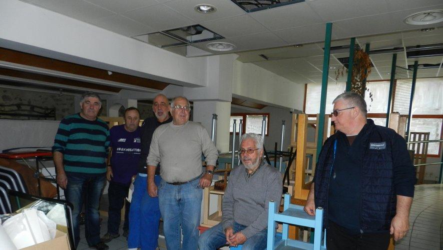 L'équipe du comité des fêtes a récupéré différents mobiliers.