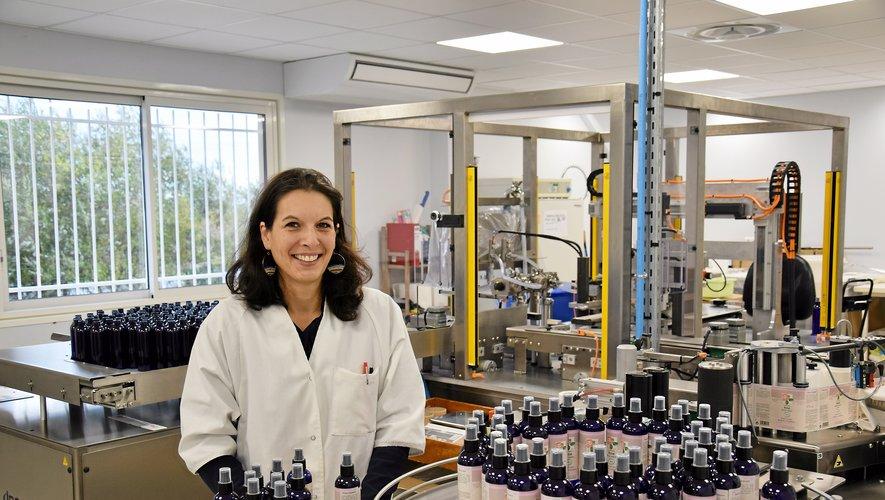 Arrivée en octobre 2016 au poste de responsable du site de production et de conditionnement du Laboratoire du Haut-Ségala à Rieupeyroux, Florie Vallet n'hésite pas à mettre la main à la pâte sur la toute nouvelle ligne.
