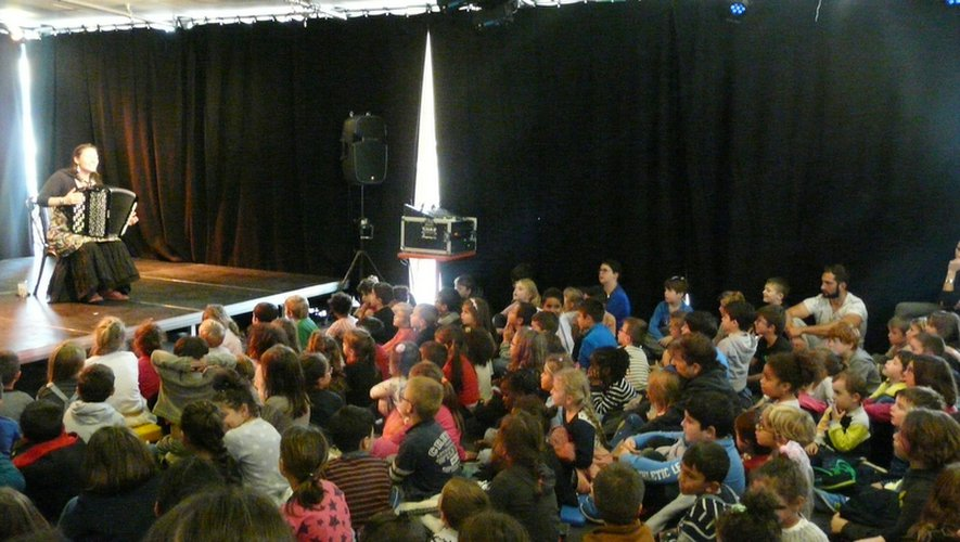Les enfants ont pu entendre des contes tchèques, russes, samis mais aussi des chants de Noël.
