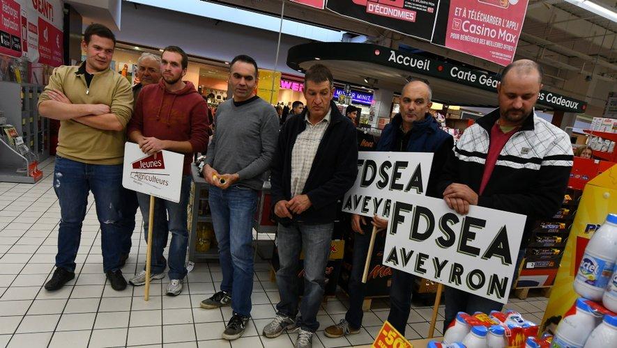 Les agriculteurs ont manifesté ce jeudi au centre commercial Géant d'Onet-le-Château.