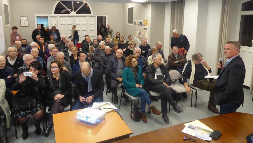 Le nombreux public présent à cette concertation publique.
