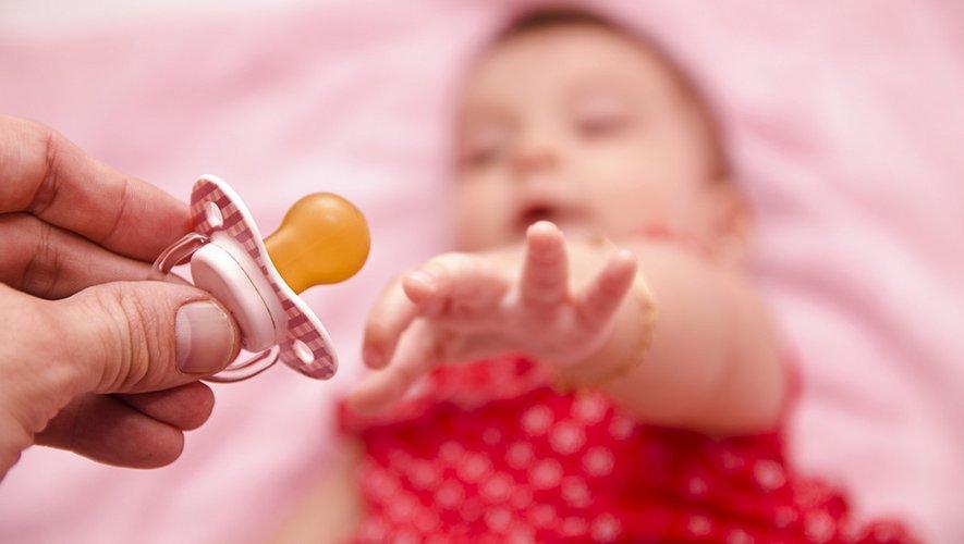 Sucer la tétine de son bébé réduit le risque d'allergie