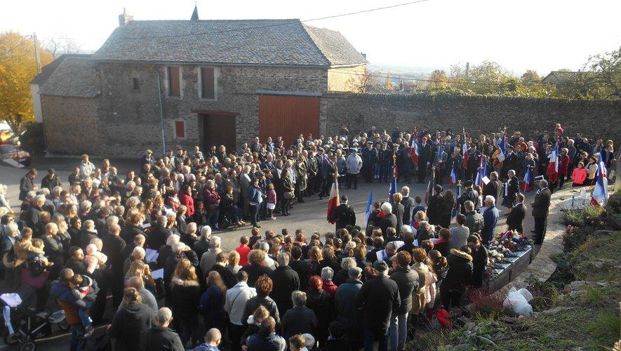 Une commune unie et rassembléepour un bel hommage.