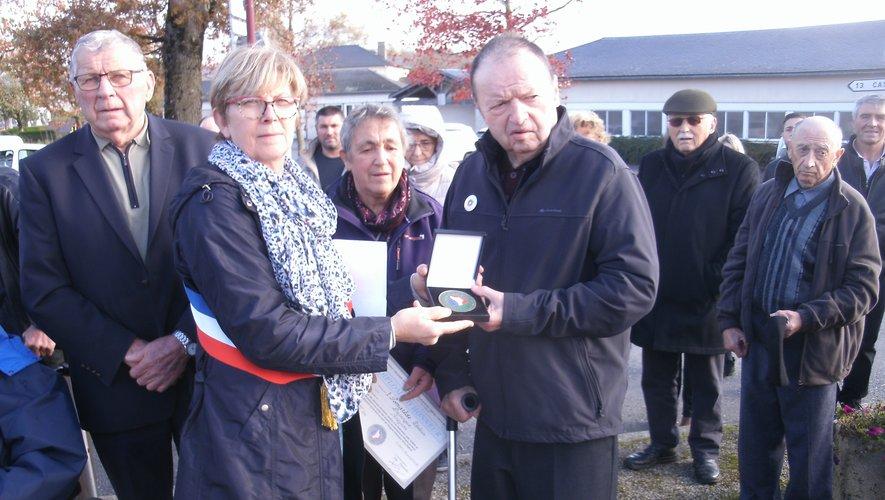 Zéphirin Pomarède a été décoré pour ses quarante année passées à la présidence au comité Fnaca.