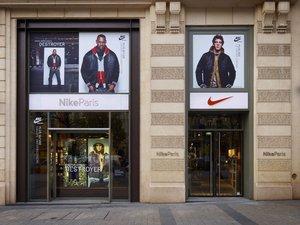 Sur les Champs-Elysées, les marques soignent leur image