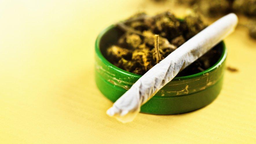 Si la marijuana récréative a été théoriquement légalisée dans 10 Etats américains et dans la capitale Washington, ces deux magasins du Massachusetts seront les premiers à vendre légalement du cannabis à usage récréatif sur la côte est des Et