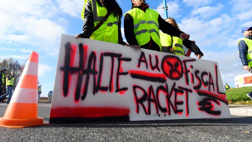 """Deux mille """"gilets jaunes"""" mobilisés hier à travers l'Aveyron."""