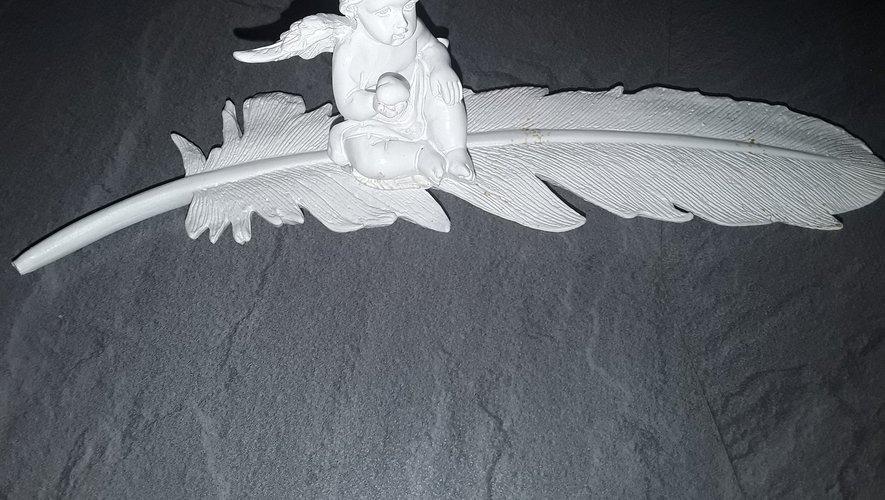 Le logo de l'association Plume d'ange Laurie-Lisa.