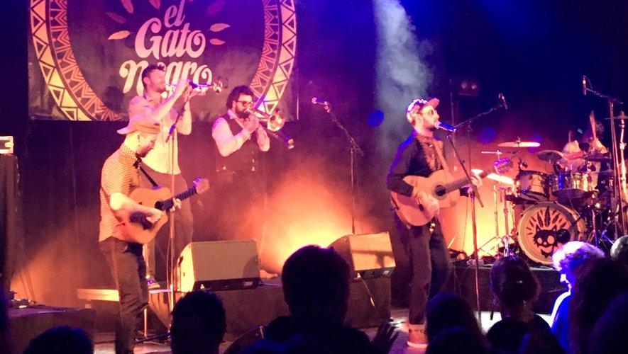Trois groupes se sont succédé sur la scène, vendredi soir.