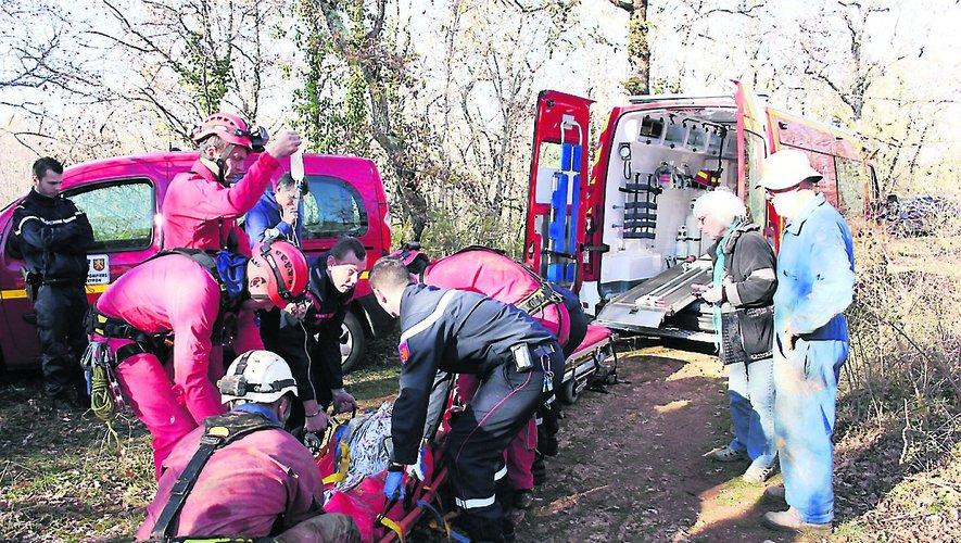 Plusieurs heures ont été nécessaires pour organiser au mieux les opérations de secours. Le blessé a été remonté à la surface vers 14 h 30. Malgré les soins prodigués, il est décédé en début de soirée.