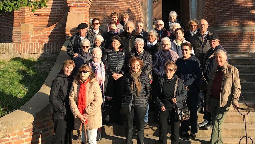 Le groupe au pied de Notre-Dame de la Drèche.