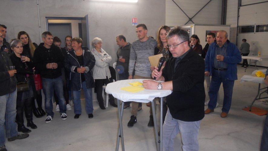 Didier Trébosc présente personnel et matériel moderne de son centre de contrôle auto.