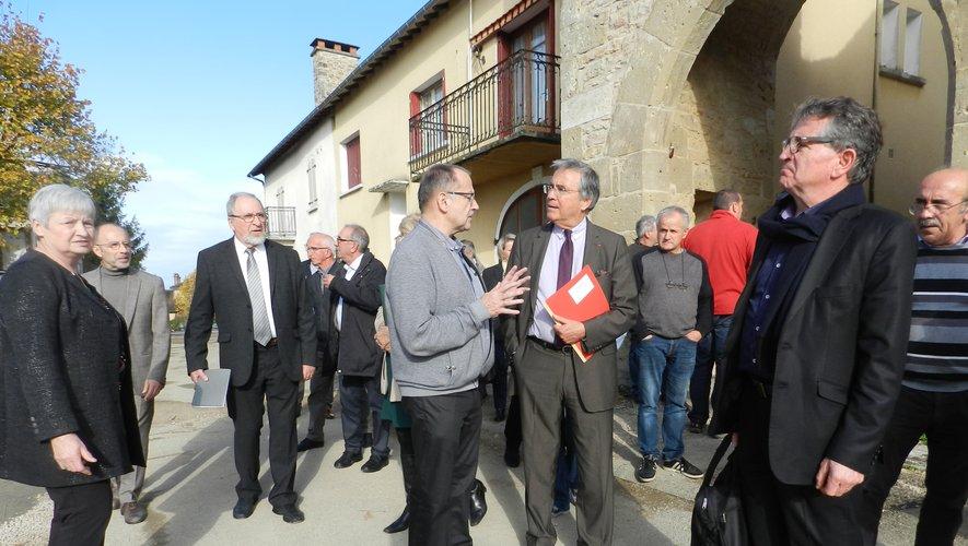 Guy Marty a présenté l'opération « Cœur de village » au président du conseil départemental, aux conseillers départementaux et aux autres maires du canton Villeneuvois et Villefranchois.