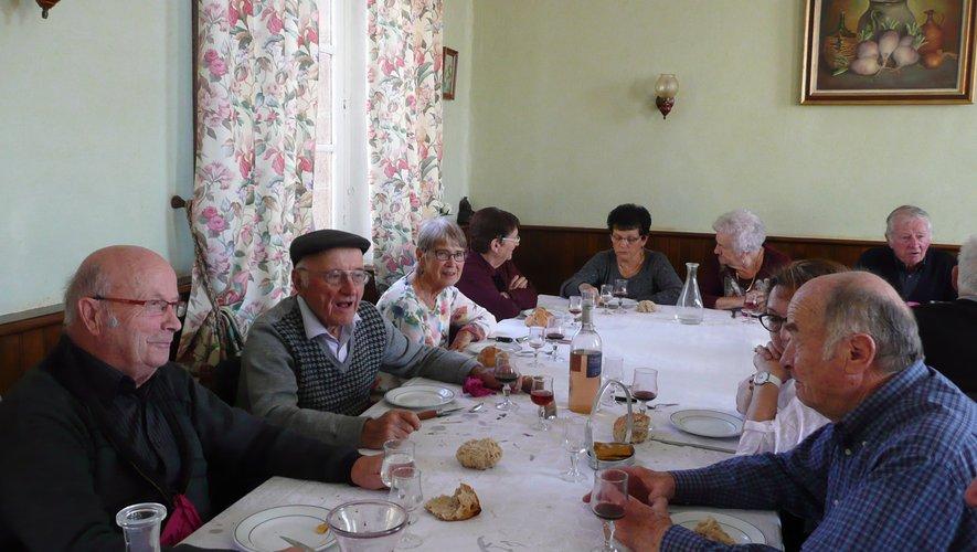 Les anciens d'AFN ont partagé un bon repas.