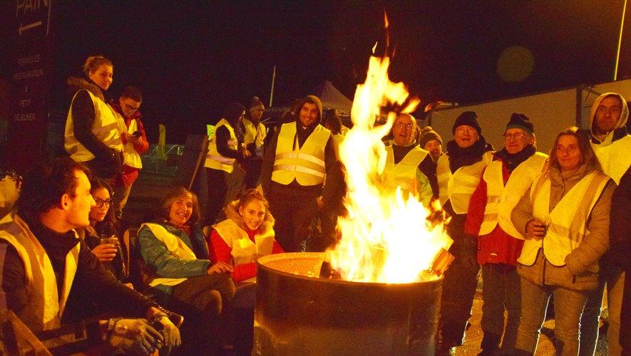 Une trentaine de personnes occupaient dimanche soir le rond-point d'entrée à Sébazac.