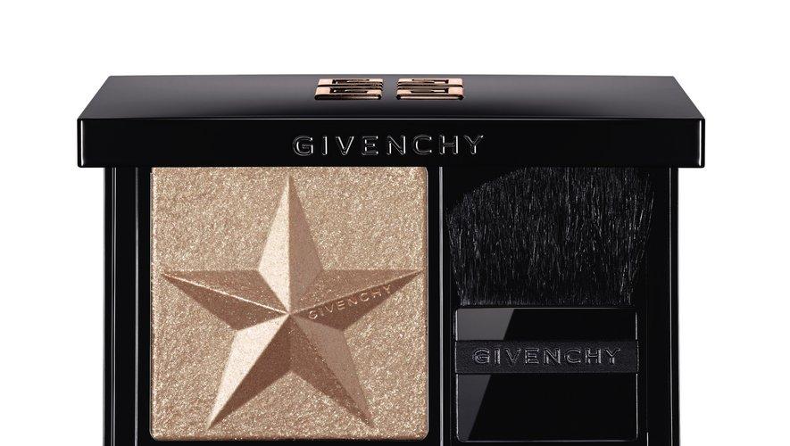 """La poudre illuminatrice """"Mystic Glow"""" de la collection de Noël de Givenchy."""