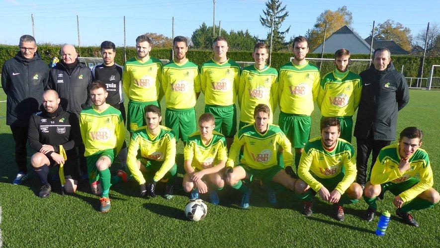 L'équipe III de LPFC avant le coup d'envoi contre Saint-Laurent/La Canourgue.