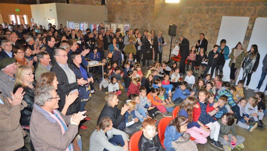 Nombreux étaient les habitants de la commune pour la restitution du travail réalisé lors de cette rencontre, largement applaudit.