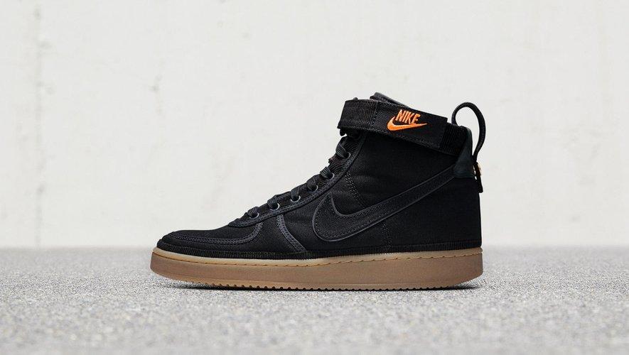 Les modèles de sneakers emblématiques de Nike sont revisités avec les tissus de Carhartt WIP.