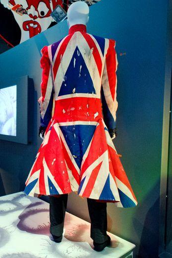 L'application donnera accès aux centaines de costumes, vidéos, œuvres d'art et autres archives, ainsi qu'à des dizaines d'objets qui ne figuraient pas dans l'exposition originale.