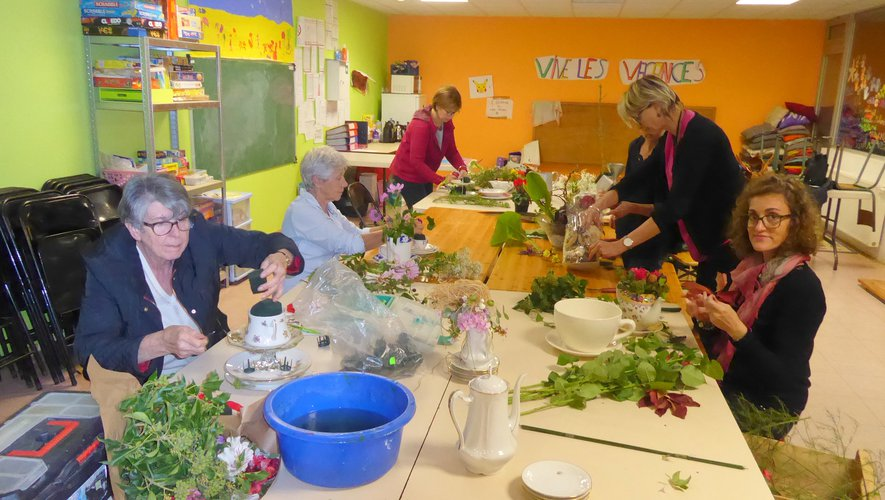 """""""Vaisselle et fleurs"""", premier thème de l'atelier floral"""