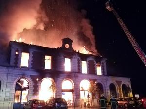 Impressionnant incendie cette nuit à Figeac.