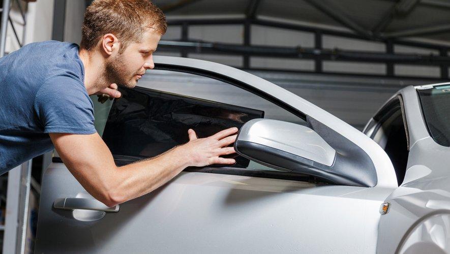 Depuis janvier 2017, il est interdit d'avoir des vitres très teintées à l'avant de sa voiture