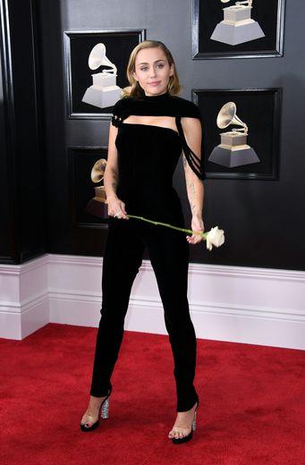 Miley Cyrus dévoilera bientôt un single avec Mark Ronson.