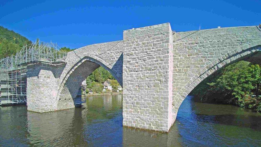 Le pont ogival d'Entraygues classé Monument historique en 1927.