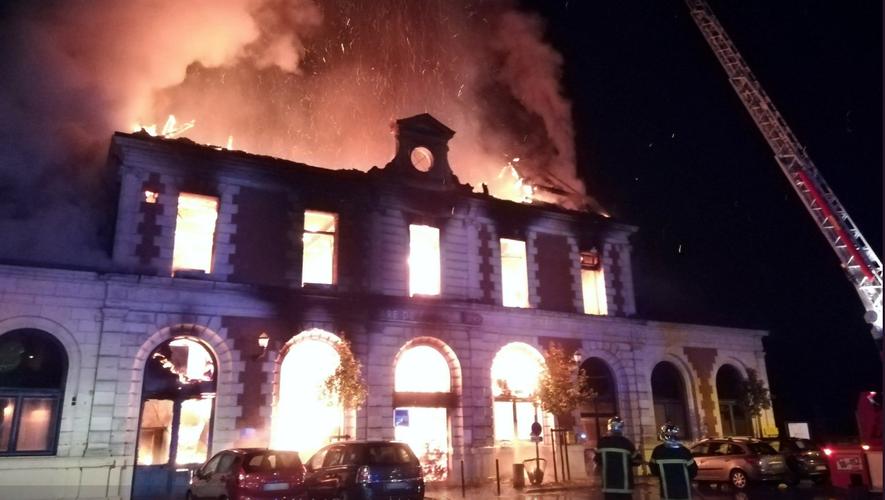 La gare de Figeac a été détruite par un incendie jeudi 22 novembre.